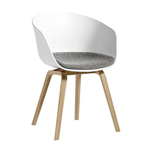 HAY About A Chair 22 Armlehnstuhl mit Kissen, weiß Stoff Hallingdal 65 126 Gestell Eiche Matt Lackiert 59x79x52cm